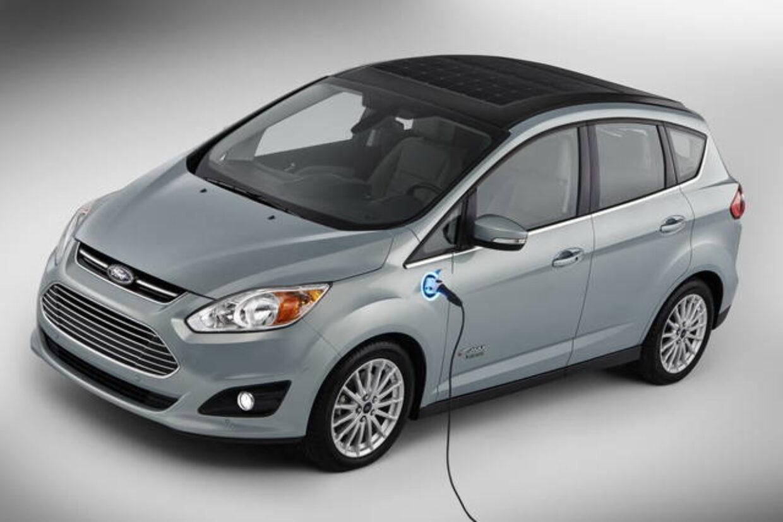 Auto elettriche con ricarica solare, la novità di Ford